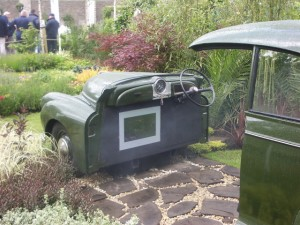 no-rubber-soul-morris-minor-car-garden-donegan-bloom-12-300x225